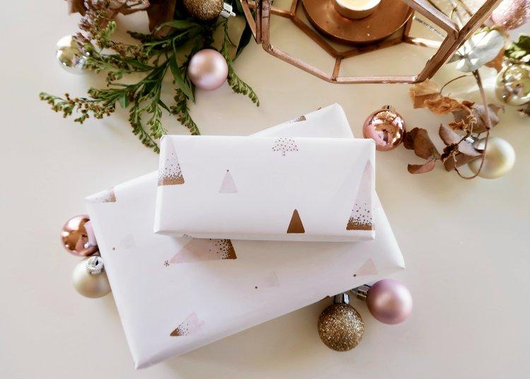 pretty printable Christmas wrapping paper DIY