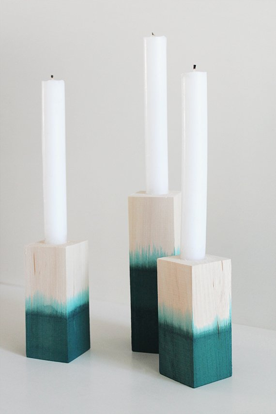 Pretty dip dyed candlesitcks. DIY Christmas gift ideas