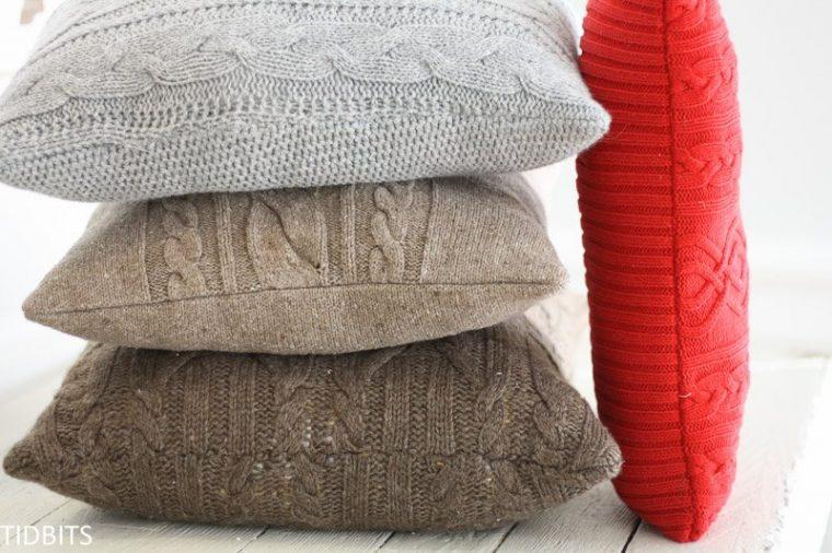Repurposed sweater pillow diy