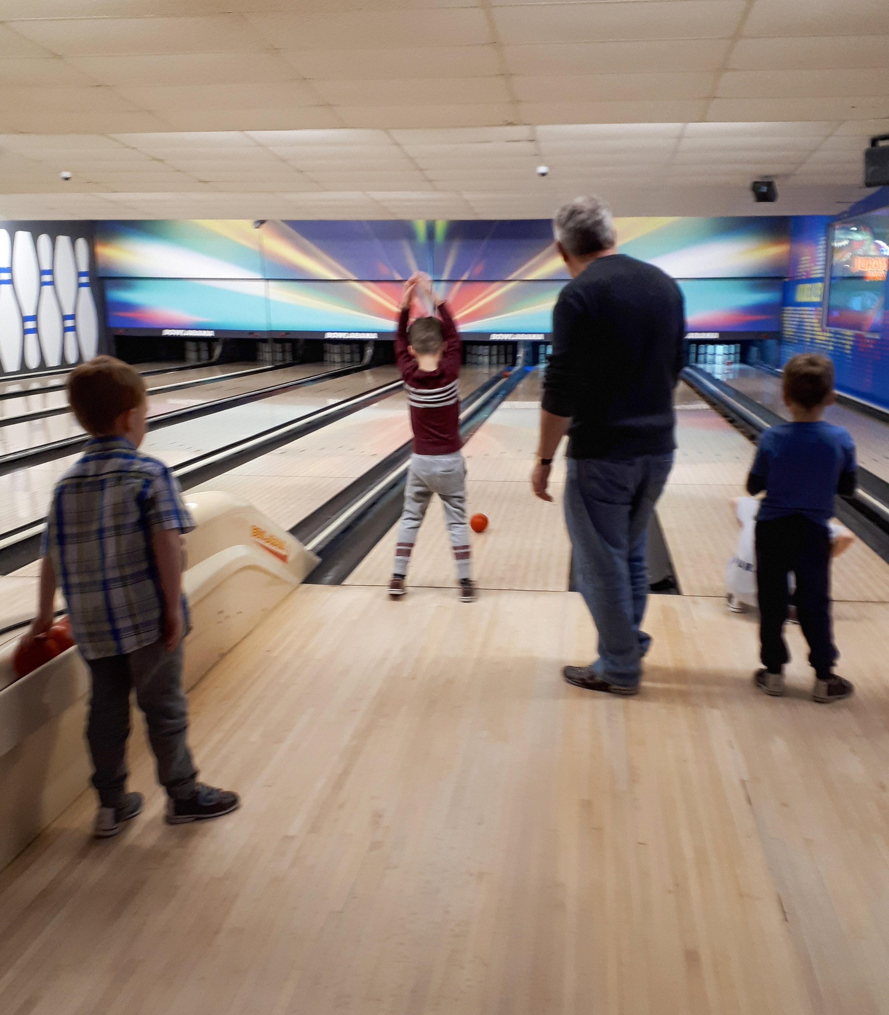 Bowling Party ideas for a super fun kid's birthday! Lots of free bowling party printables.