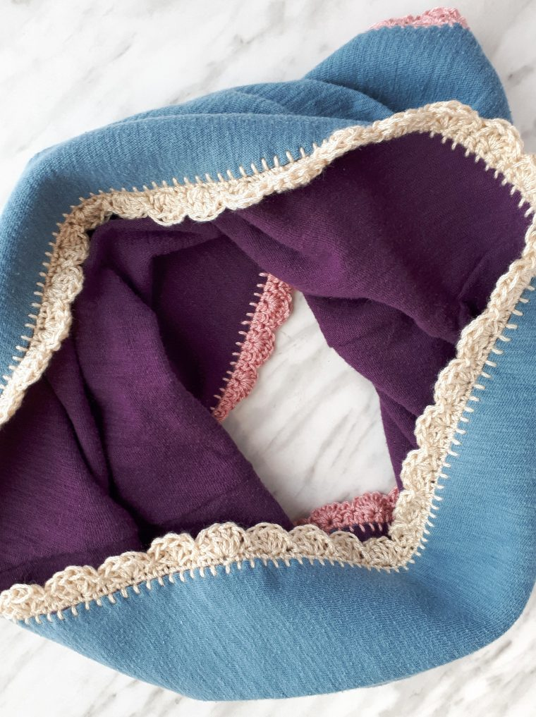 Crochet a scallop edge around the top and bottom of a DIY cowl