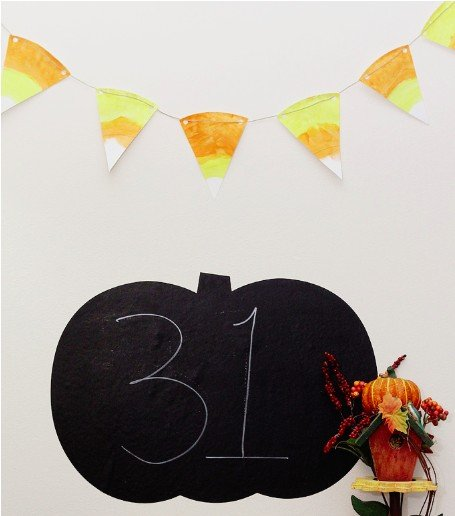 Easy Halloween craft for kids, DIY candy corn paper plate bunting