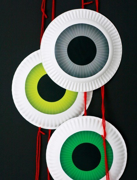 Halloween decor ideas for kids, paper plate eyeball garland