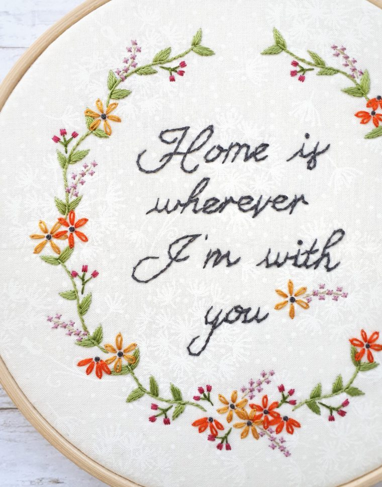 DIY Hoop art, free floral embroidery pattern. DIY modern home decor. Simple to follow and stunning hand-embroidery for your home.