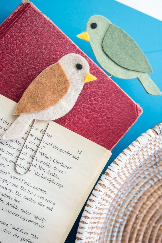 DIY felt bird bookmark paperclips.