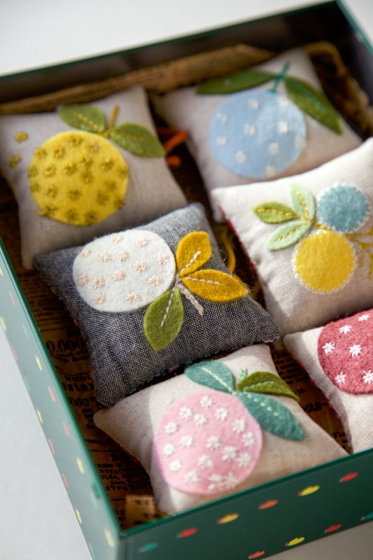 Embroidered felt applique pincushions. 24+ Projects for felt scraps