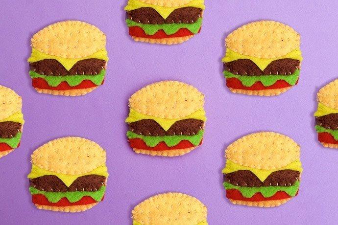 DIY Hamburger Brooch. Uses little tiny felt scraps!