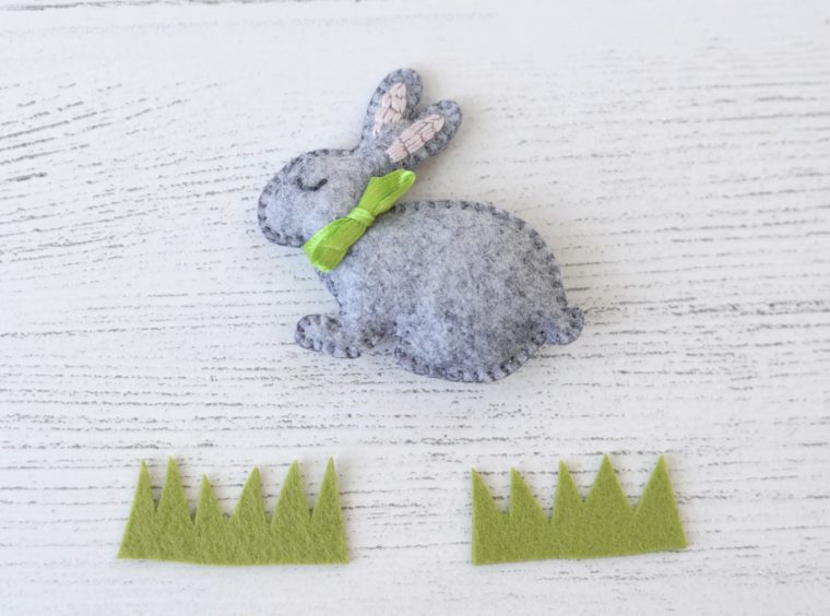 Simple Felt bunny DIY. Quick sewing project you can complete in an hour. Free pattern for a mini felt rabbit plushie