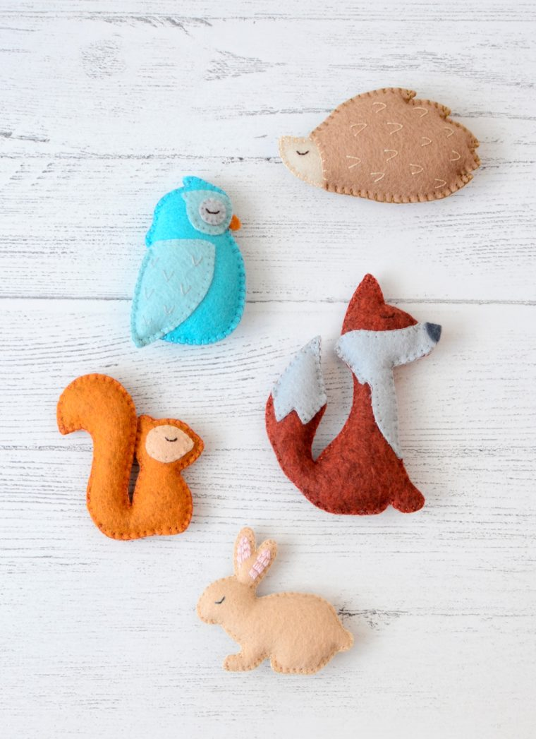 Felt woodland animals for a garland, pocket pals or ornaments. Cute free bunny pattern. Felt fox, felt owl patterns.
