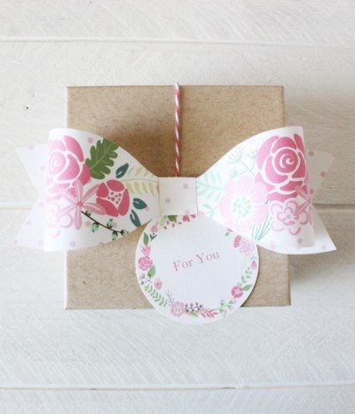Pretty floral bow gift topper
