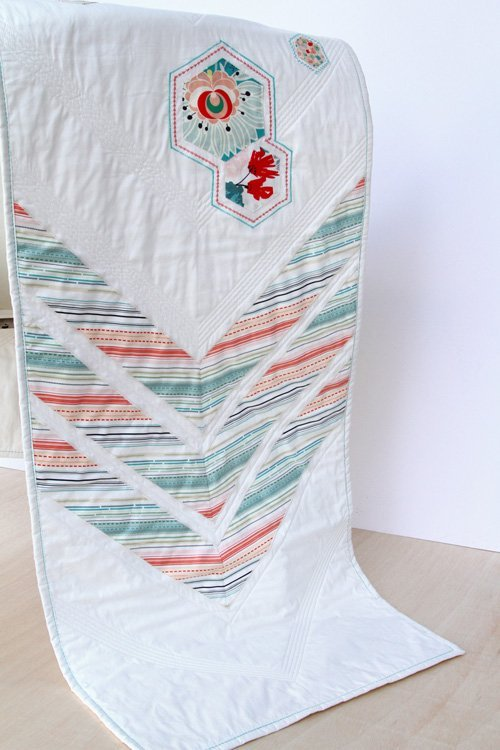 Beautiful bedrunner sewing project. 16 hexie sewing ideas