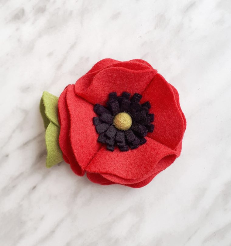 How to make a beautiful felt poppy flower with this simple DIY tutorial