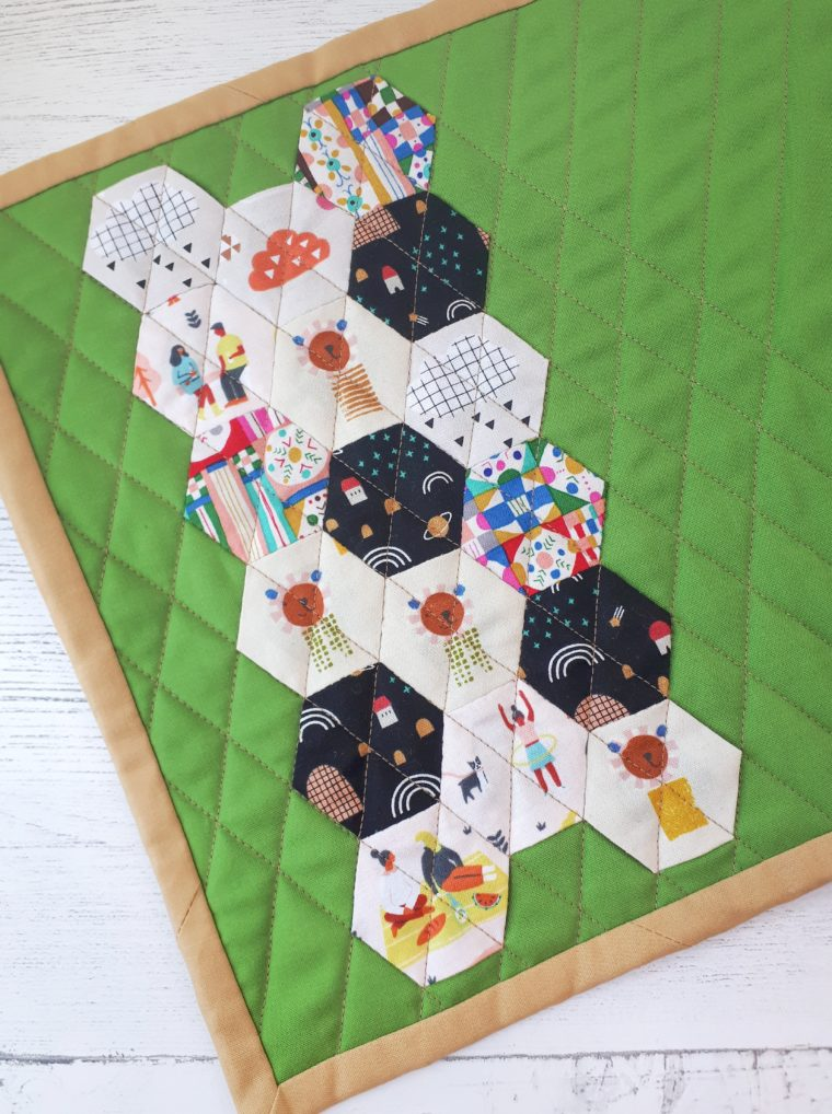 Make a super cute paper pieced hexie placemat with this simple sewing tutorial!