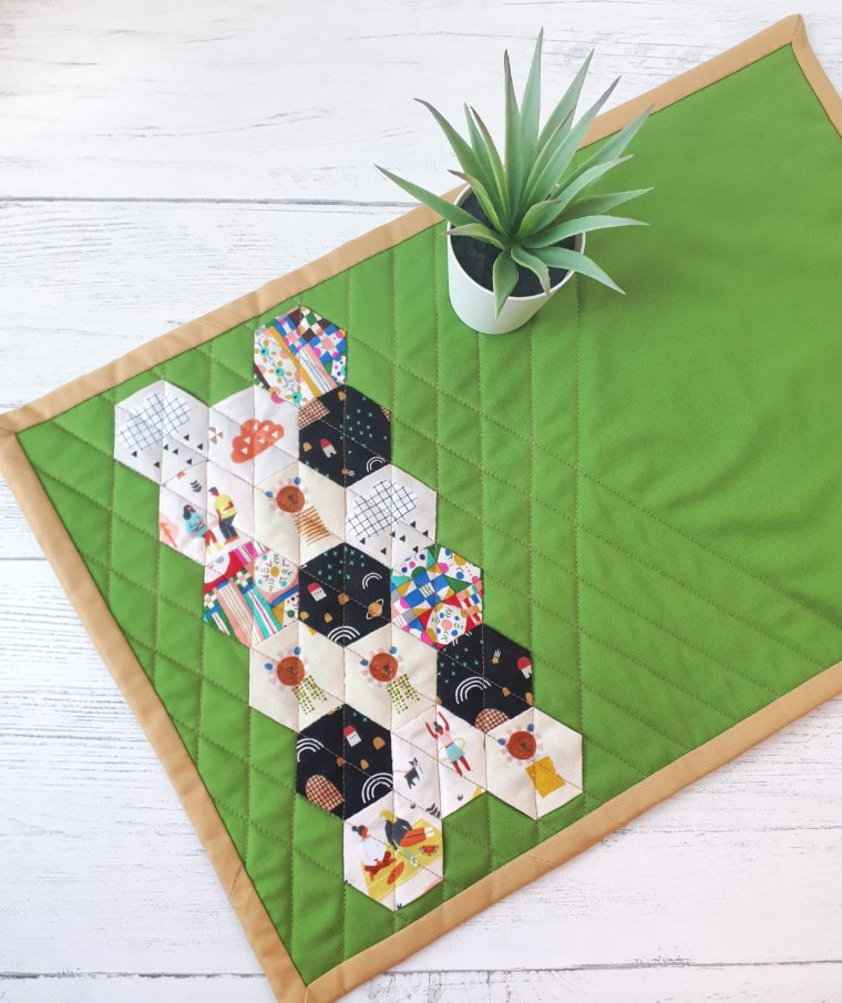 DIY Paper pieced hexie placemat tutorial. This is a great scrap-busting sewing project. How to make EPP hexagons for a quilted placemat.