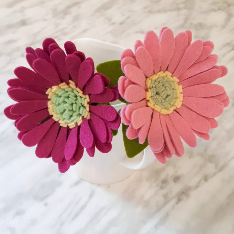 DIY felt flower tutorial. Make beautiful felt gerbera daisies with this simple step by step DIY project.
