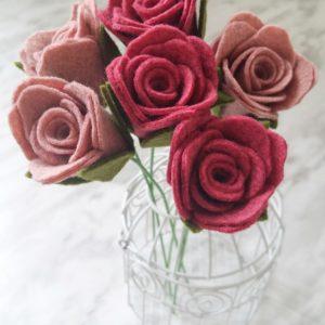 Simple and beautiful DIY felt rose stems. Simple, beginner friendly felt flower DIY