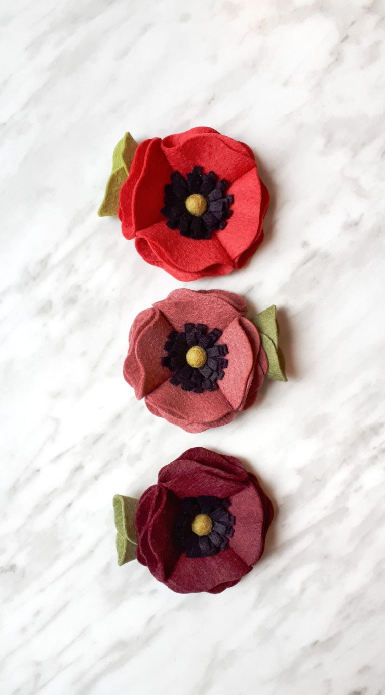 Use this easy felt flower tutorial to make a poppy flower for hair clips, decor, garlands and more!