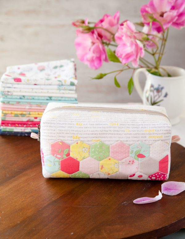 Hexie block pouch DIY. 16 Hexie projects to sew