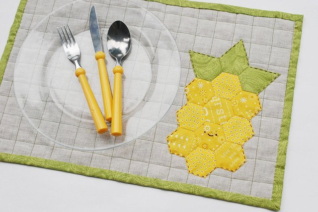 Make an adorable pineapple hexie placemat