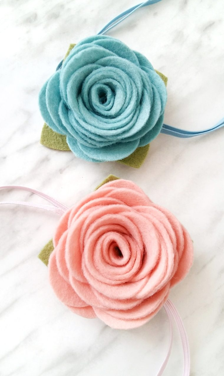 Pretty felt flower headbands. DIY felt flower tutorial with free printable pattern. How to easily make felt flowers. Large rolled rose felt flower DIY