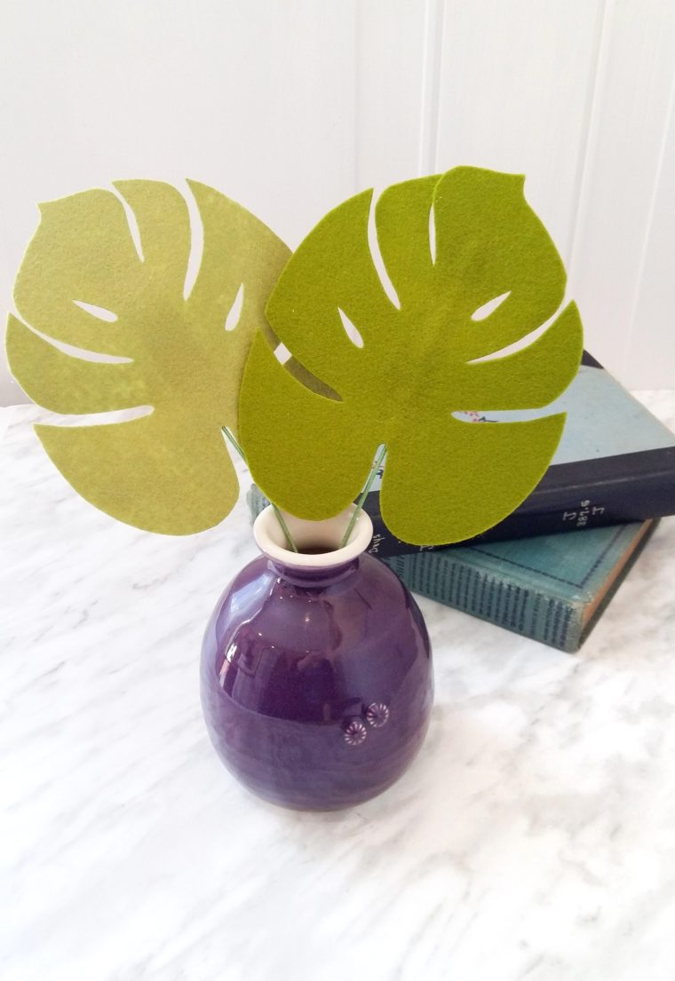 Simple felt tutorial for making DIY monstera leaves. This felt foliage is great for a tropical bouquet or on their own as a arrangement for your home. Learn how to stiffen felt to make these easy DIY monstera leaves