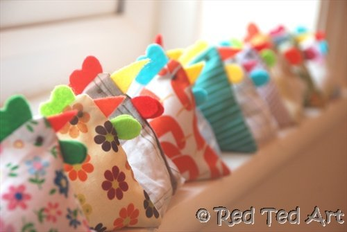 Super cute chicken bean bags. Fun sewing project for kids
