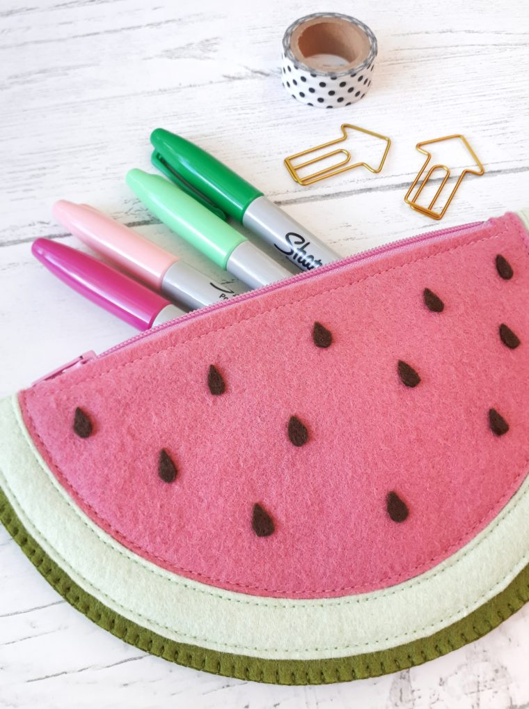 DIY felt watermelon zipper pouch