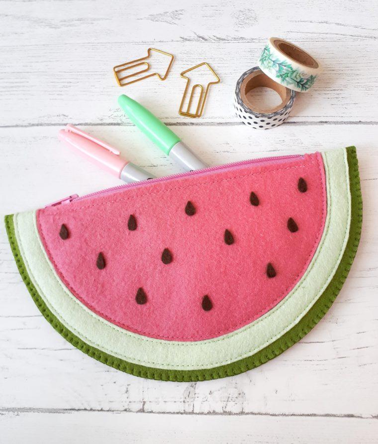 Super cute felt watermelon zip pouch tutorial
