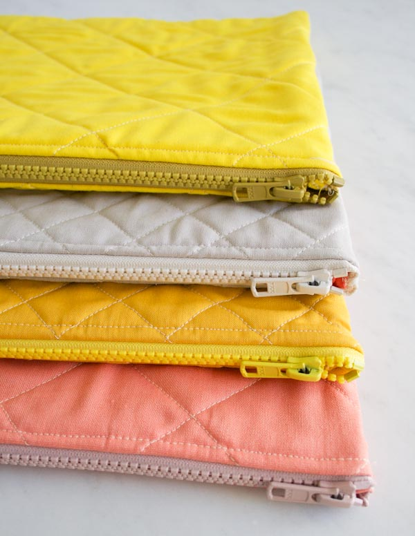 Simple quilted zipper pouches tutorial. Free zipper pouch tutorials.