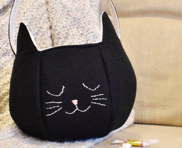 Embroidered black cat trick or treat bag DIY tutorial