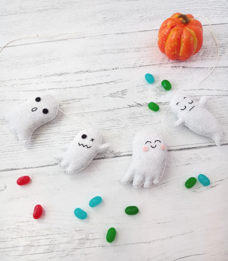 How to make little felt ghosts for a DIY Halloween banner. Make your own simple Halloween decor this year!