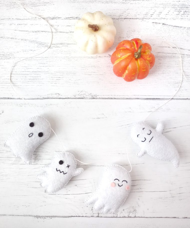 DIY Halloween decor for beginners. Make a sweet & spooky little felt ghost banner to decorate for Halloween.