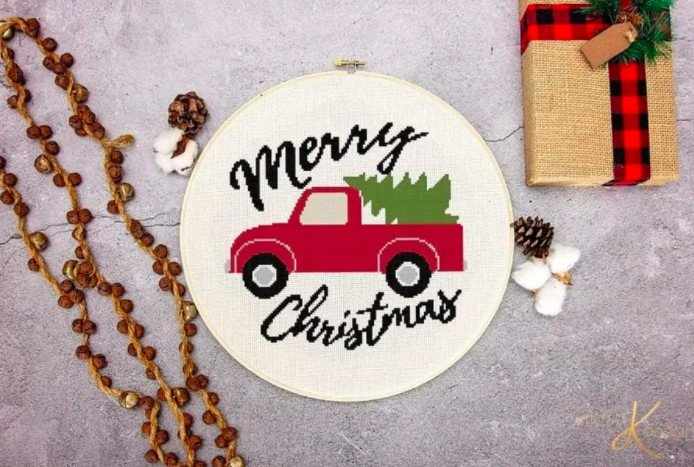 12 Free Christmas Cross Stitch patterns
