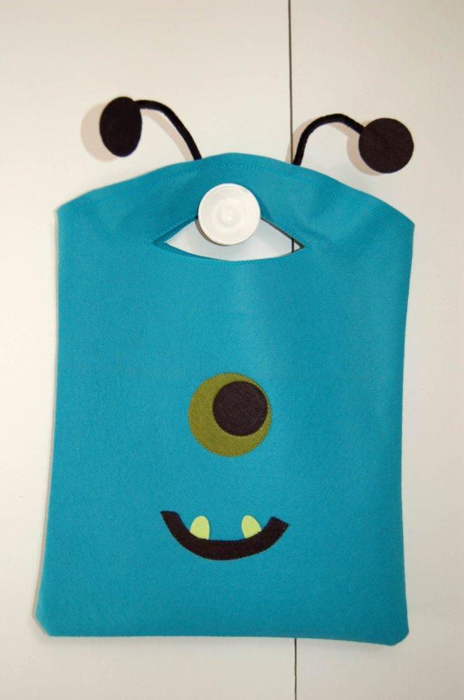 Felt monster Halloween treat bag DIY.