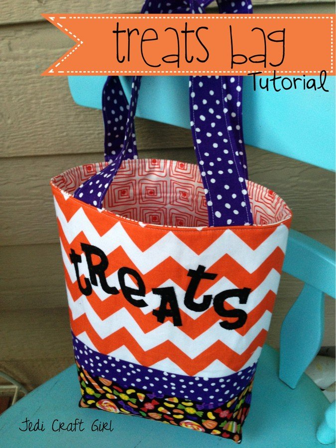 'Treats' treat bag tutorial! Make one of these 14 awesome Halloween treat tote bags for your kiddos!