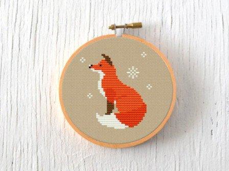 Simple Christmas cross stitch pattern, wintry fox