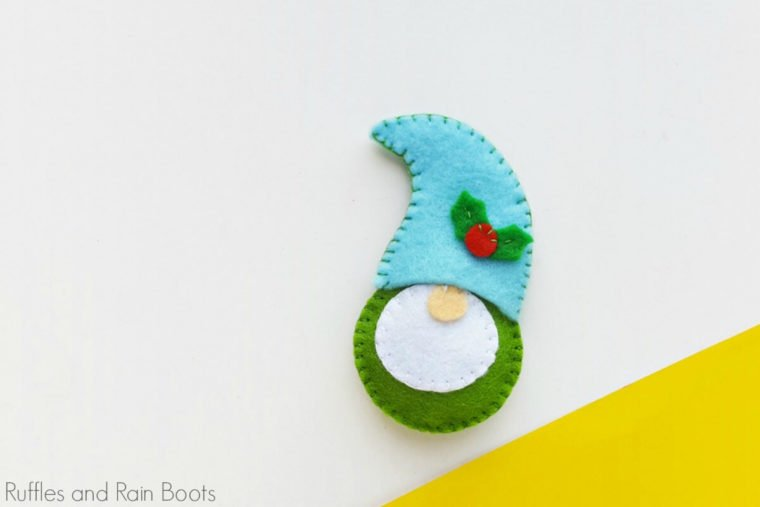 The cutest little felt gnome DIY ornament with free pattern download