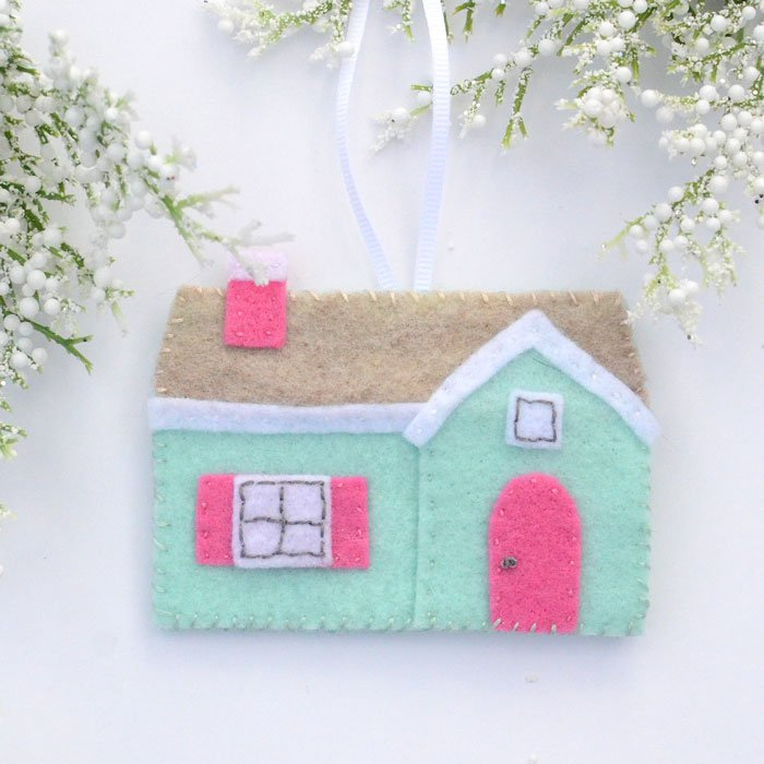 Cute little felt house ornament DIY with pattern