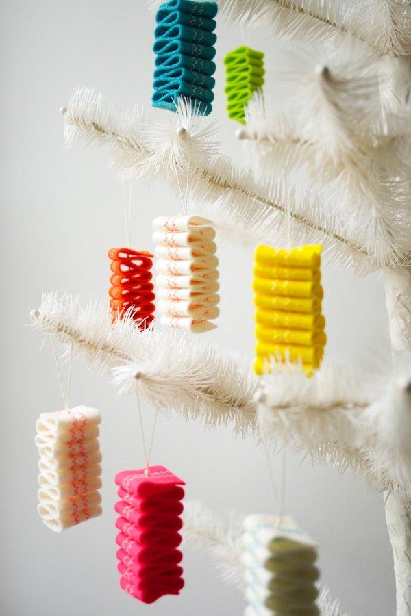 Felt ribbon candy DIY. Free felt ornament patterns