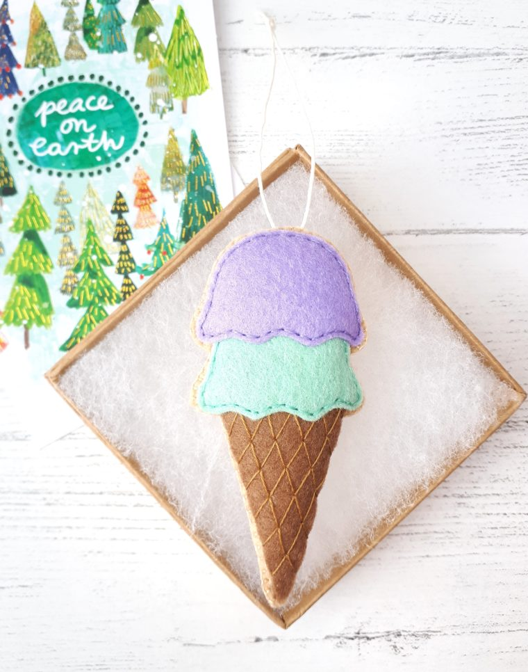 How to make a great felt ice cream cone to use as an ornament or felt play food. Free pattern for a felt ice cream.