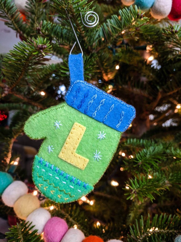 How to make a little felt mitten with monogram embellishment