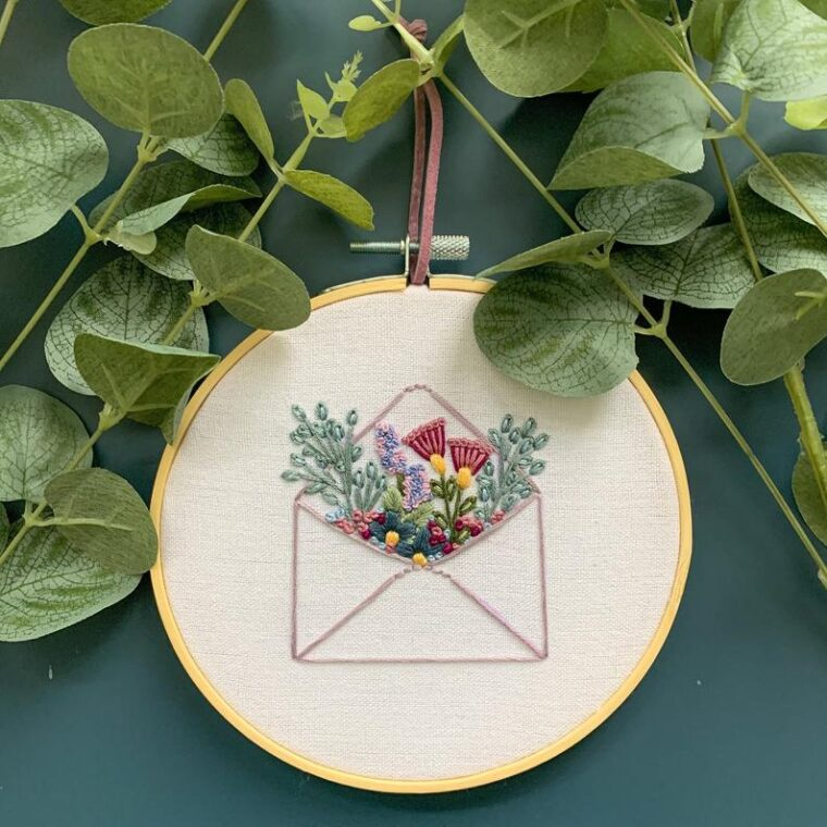 Floral envelope embroidery pattern. Valentines Day hand embroidery DIY