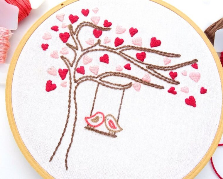 DIY Valentine's Day decor. Love birds hand embroidery pattern