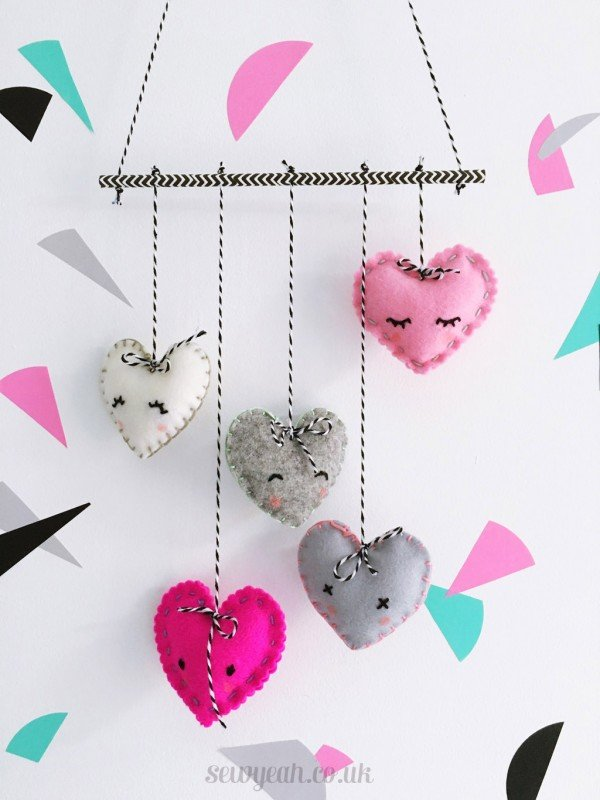 Cute embroidered heart mobile. 18 DIY Felt Decorations for Valentine's Day