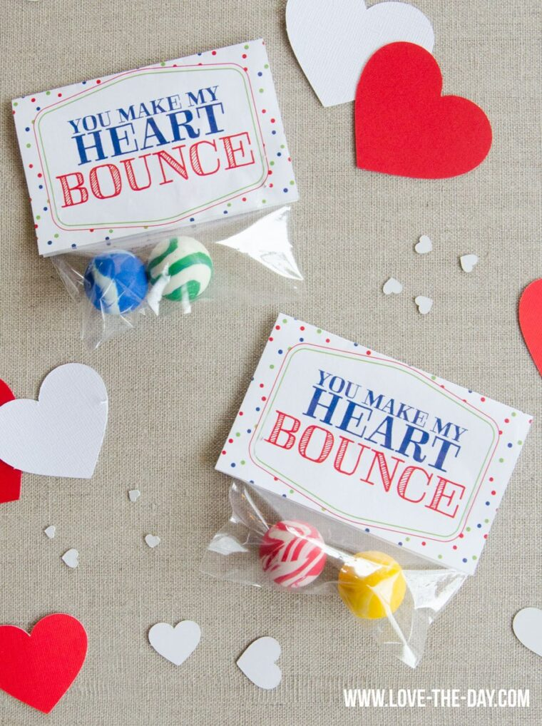 Sweet and simple Valentine's idea for preschoolers. Free printable Valentine's cards for kids