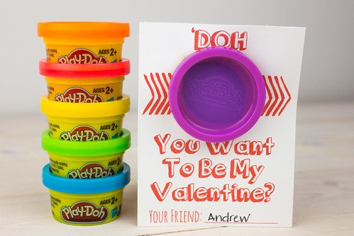 Play doh pun for Valentine's Day. Cute and easy DIY Valentines for preschoolers to give their friends. Non food Valentines ideas.