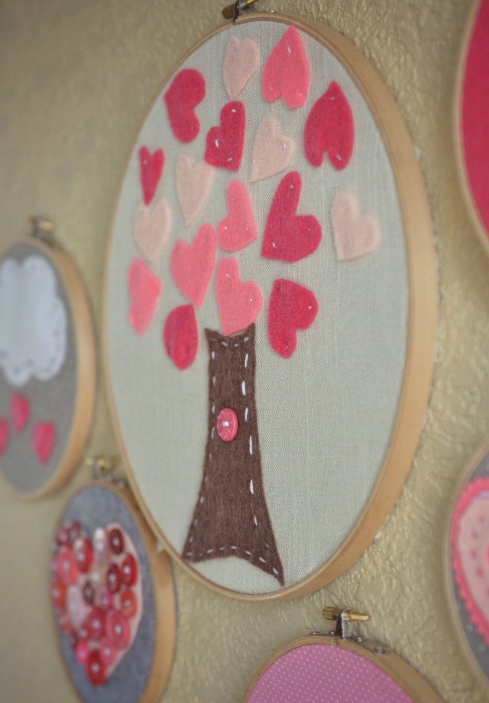 DIY Felt hoop art projects to make for Valentine's Day.