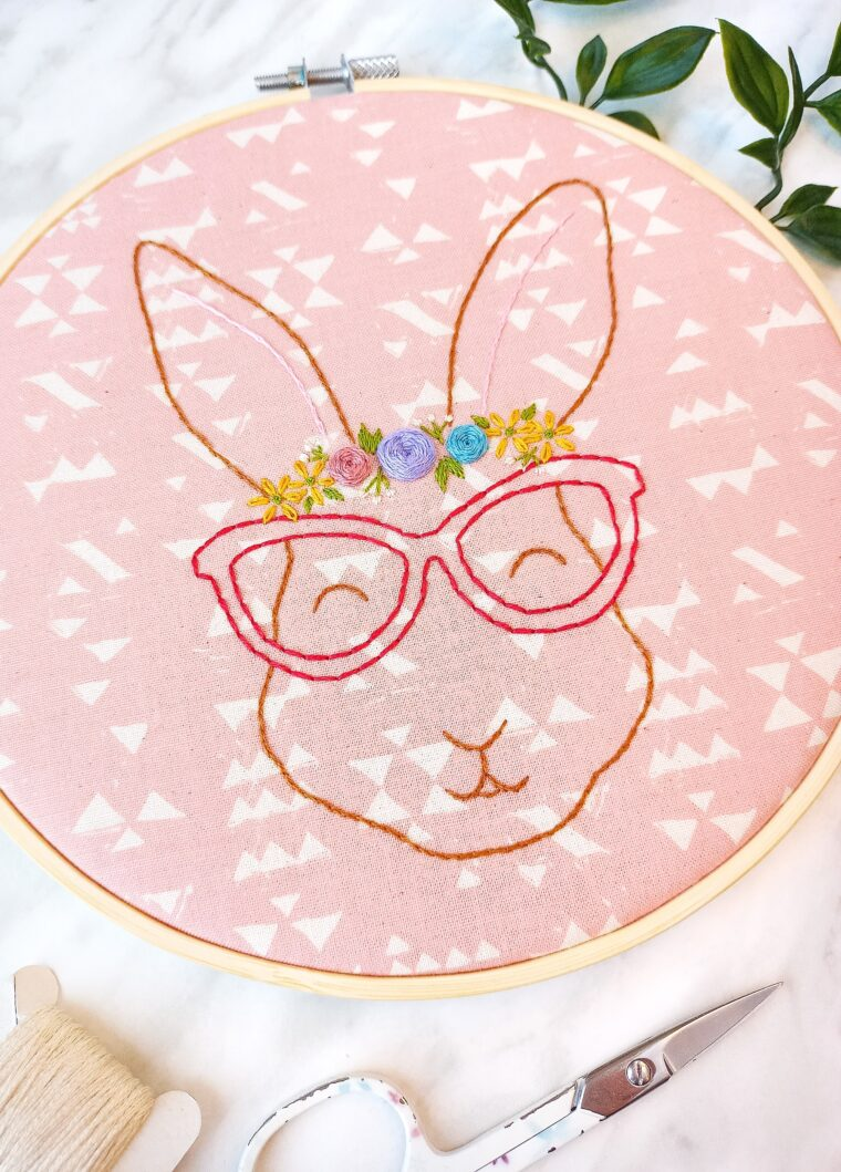 Adorable floral bunny hand embroidery pattern. Woodland animal embroidery pattern free download. How to embroider flowers on a bunny. DIY bunny decor.