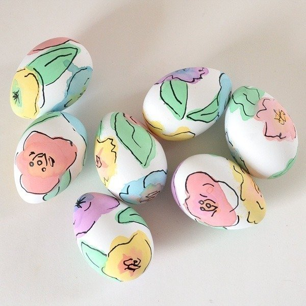 Beautiful watercolour floral Easter egg DIY. 35 Egg decorating ideas
