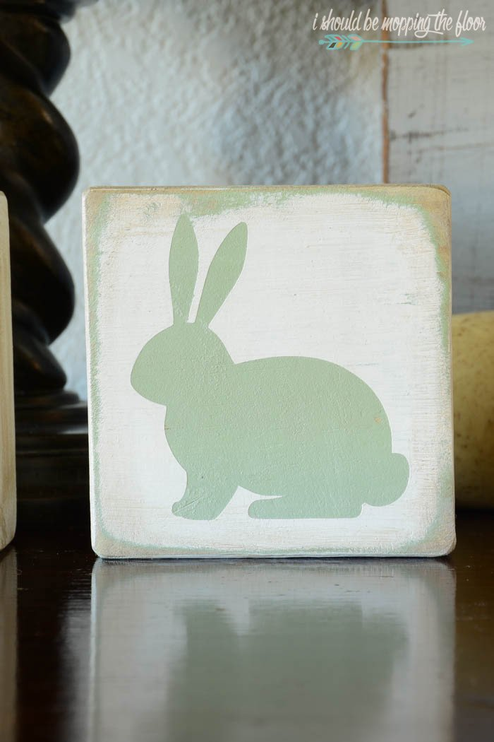 Cute bunny craft to make with leftover wood.